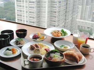 【本館25階 マンハッタンテーブル】朝の光を浴びながらの朝食は最高です♪