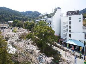 こんぴらさんに続く参道22段目に佇む温泉宿★桜の時期にはホテル周辺が桜色に染まる