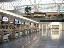 羽田空港国際線ターミナル 3F 出発フロア カウンター全景