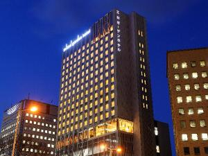 仙台の中心・東二番丁通に面し、東北一の繁華街「国分町」まで徒歩圏内。