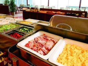 ラウンジスペースでご朝食をお召し上がりくださいませ♪