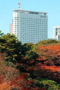 新宿御苑から望む小田急ホテルセンチュリーサザンタワー