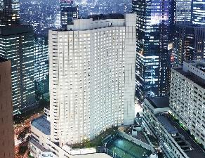 西新宿の高層ビル群を望む絶好のロケーション