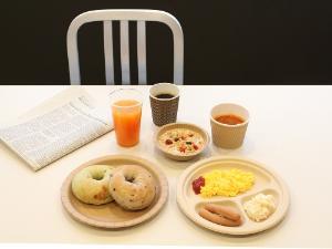 """ビジネスラウンジで提供する朝食サービス""""N's morning""""<BR>(Nタワー宿泊者のみご利用可能:無料)みなさまの忙しい朝のひとときをクイックにサポートいたします。"""