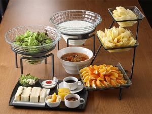 8階ボンジュールではサンドウィッチをメインにサラダ・ドリンクはプティブッフェ形式のご朝食を