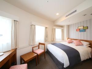 スタンダードダブル(一例)【広さ18.0平米/ベッド幅1.5m】カップルでのお泊りに最適です♪