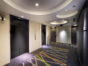 2015年10月リニューアル完了のエレベーターホール