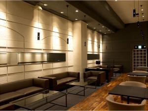 【本館3階 カフェバー バロン】ゆったり寛げるソファー席