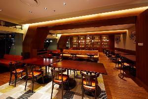 イーストタワー1階「カフェレストラン24」 24時間営業のレストランです。