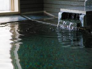 ≪大浴場≫湯ぶねにゆっくり浸かり、疲れを癒してください♪