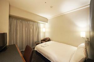 シングルルーム 16.5平米 140cm幅ベッド