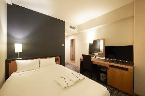 ダブルルーム 16.5平米 140cm幅ベッド