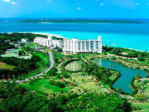 青い空と透き通る海に囲まれ、豊かな自然に育まれた常夏の楽園リゾート