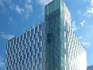 札幌駅南口から斜め右向かい。読売北海道ビルの7階がフロントです