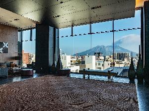 バスターミナルビル7階のロビーから見た桜島