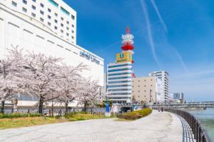 例年4月中旬頃やすらぎ堤の桜が咲き誇ります