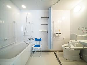 ユニバーサルデザインを採用した機能的なバスルーム