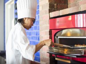 ピザ窯で熱々のピザをご準備いたします