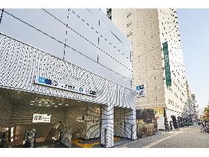 大江戸線・副都心線「東新宿」駅 B2出口のすぐ隣です。