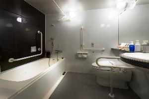 ユニバーサルルーム(浴室)