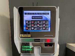 【外貨両替機】ロビースペースに設置しております。