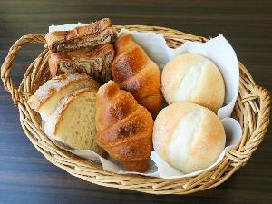 【無料朝食サービス】 パン集合