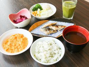 【無料朝食サービス】 盛り付け例(1)